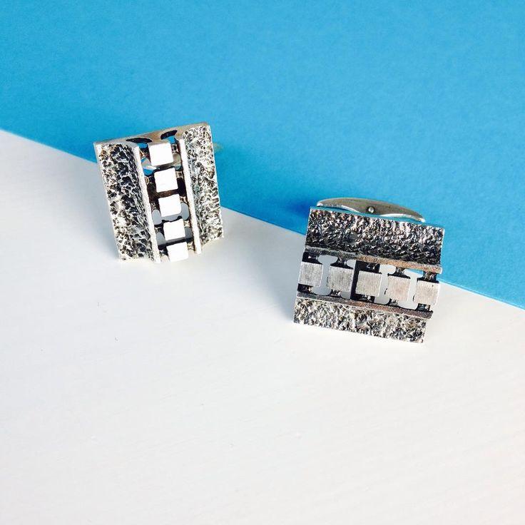 Silver cufflinks designed by Finnish jewelry designer Alpo Tammi in 1971 #finnishdesign #scandinavian #design #mensfashion #cufflinks #midcenturymodern #vintage #geometric #silverjewelry #fashionaccessories #lifestyle #finland #design #koru