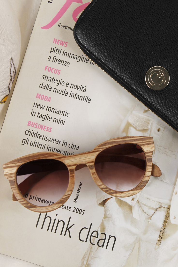 Sun glasses with dégradé lenses and strong Zebrano wooden frame.