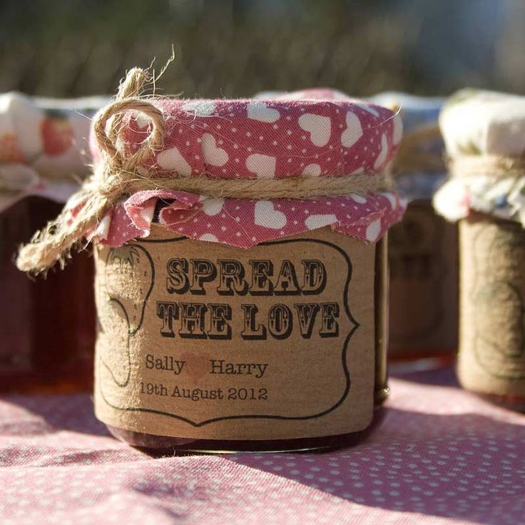 We adore these 'spread the love' jam favour from Wedding in a Teacup – the rustic label and fabric lids would fit right in with a shabby chic wedding