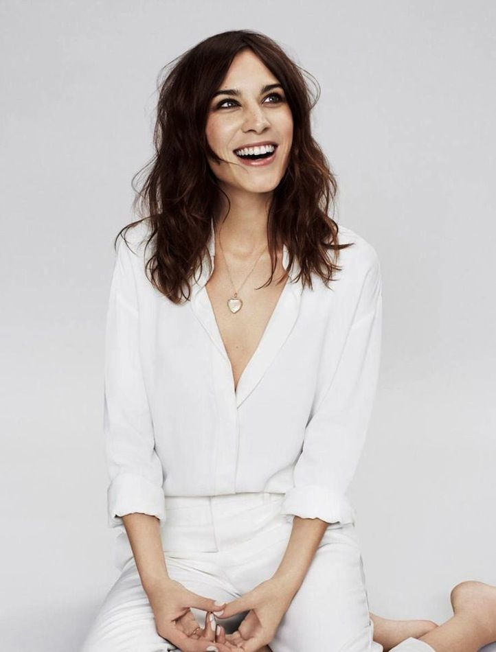 Alexa Chung // heart locket, white button down shirt, white cropped pants & nude nails #beauty #wavyhair #hair #style #fashion #spring #celebrity  loved by #maisonbrunet