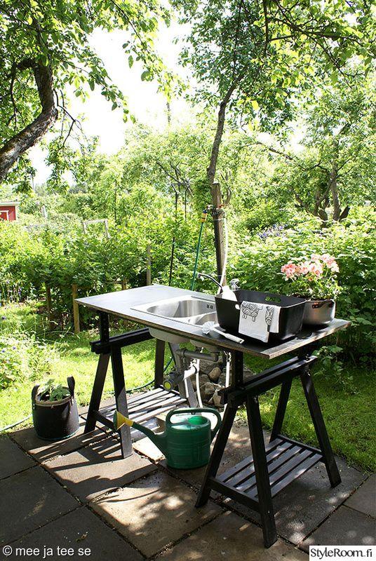 siirtolapuutarha,tiskipöytä,mökkikeittiö,ulkokeittiö,vesipiste