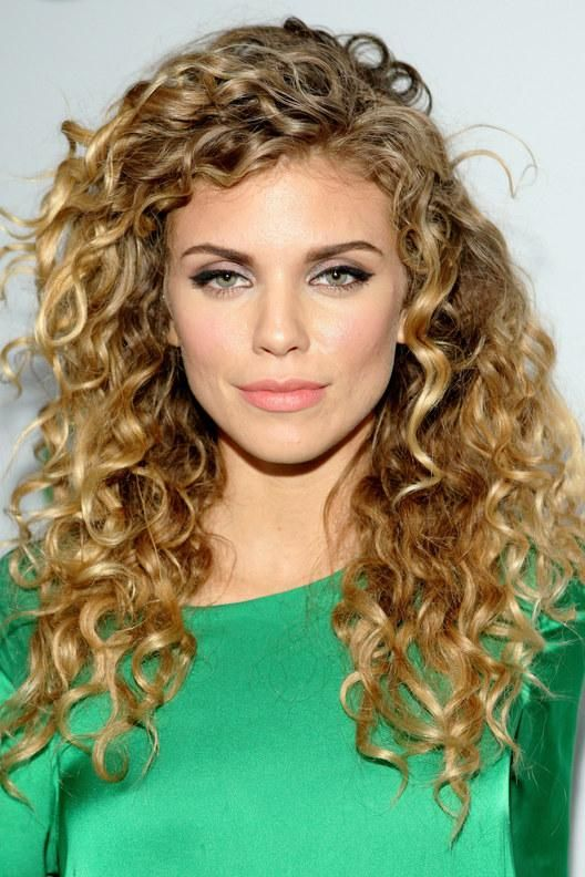 Your curly hair twin: Annalynne McCord