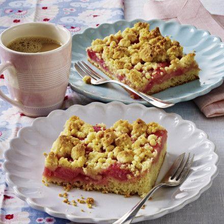 Rhabarberkuchen mit Mandelstreuseln Rezept