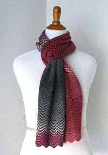 Loving the zick zack scarf (free pattern) with chroma fingering as one of the yarns!!