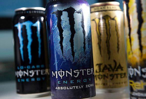 """Polemico video publicado en YouTube, titulado: """"Las bebidas energéticas Monster son obra de Satanás"""", donde aparece una mujer afirmando que esta bebida, usa imágenes satánicas para promover una agenda anti-cristiana."""