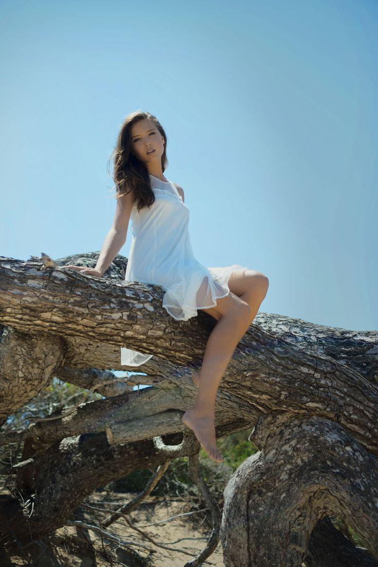 Voilages vaporeux pour cette robe blanche Garella - Collection printemps/été 2016. A retrouver dans notre boutique New Capucine à Vesoul.