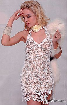 Белое платье крючком в технике сцепного гипюра.