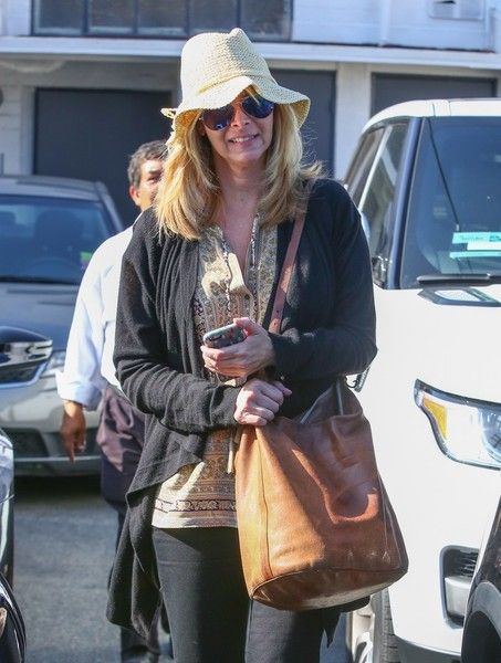 'Friends' actress Lisa Kudrow was spotted leaving Meche Salon in Beverly Hills, California on May 27, 2016.  She wore a white hat and sunglasses while she headed to her car.