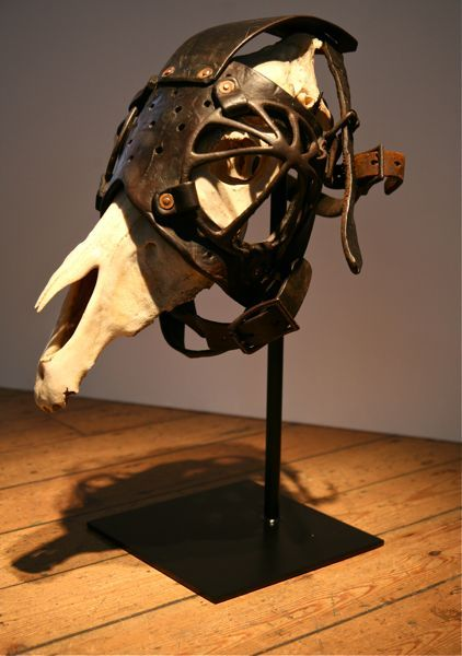 horse skull + blinders = one hell of a mask.