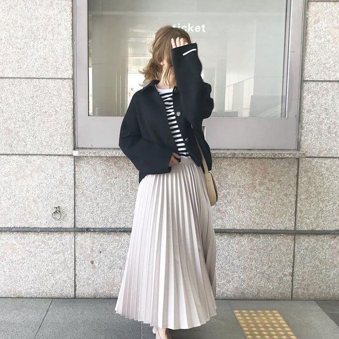 ロングスカート に合う 正解コート が わかる プリーツスカート 白 ファッションアイデア プリーツスカート 黒
