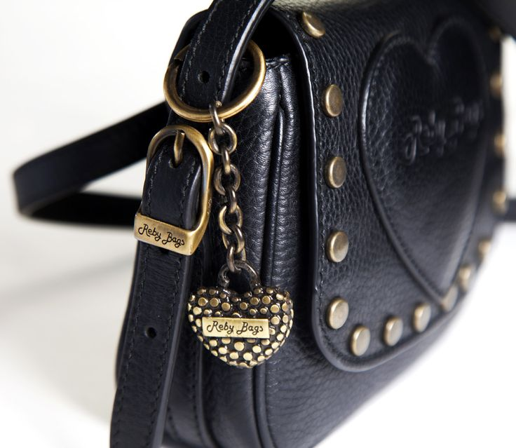 #Scorpione - Reby Tracolla Piccola Borchie La donna Scorpione più che per il suo modo di vestire, la riconosci per l'intensità dello sguardo e il modo di fare. Niente è lasciato al caso, perciò la sua borsa è la Reby Tracolla Piccola con Borchie, accessorio giusto per raccontare quello che lei stessa non dice, mostra il suo lato trasgressivo (ed erotico).  Reby Tracolla Piccola - Borchie la trovi http://rebybags.eu/index.php?id_product=20&controller=product&id_lang=6#