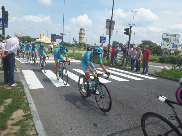 Il passaggio di Nibali a #Torino per la XVIII tappa del Giro d'Italia.