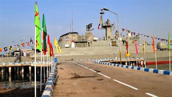 Armada Kapal Perang Angkatan Laut Iran Berlayar ke Laut Lepas : Sebuah armada kapal perang Iran telah meninggalkan kota pelabuhan selatan selatan Bandar Abbas untuk laut lepas untuk mempertahankan kekuatan Republik Islam di perairan