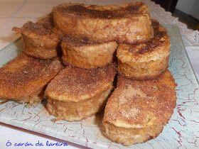 Ingredientes:  1 barra de pan del día anterior  1/2 l de leche entera  1 rama de canela  corteza de 1 limón  2 huevos  canela en polvo ...