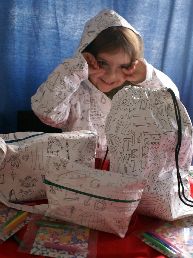 Mochila, carterita y cartuchera para pintar y personalizar en tela de papel