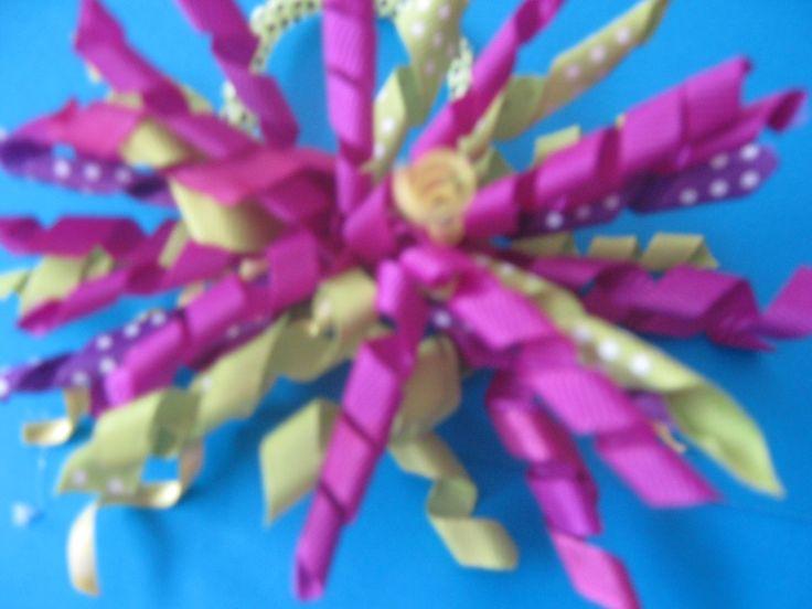 korker bow -- purple - green. Pony tail Moño crespo - morados y verdes. Cola de caballo. Unidad $8.000 COP