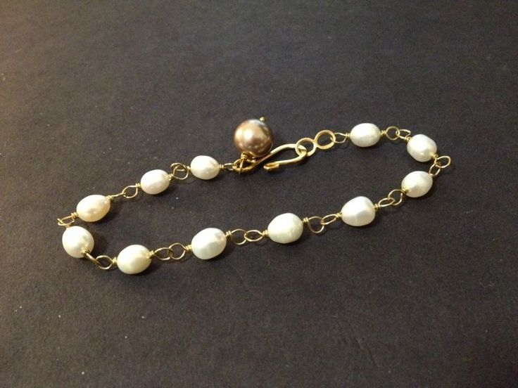 AS NEW - Pre Owned - Avon Gold Tone Faux Pearls Bracelet - with box (optional)