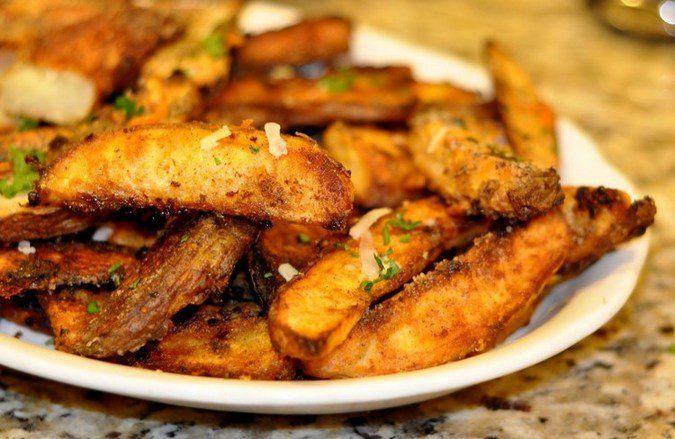 """Картофель """"Айдахо"""" - это популярное американское блюдо, изветсное по всему миру. Представляет собой печеную картошку с хрустящей корочкой в масле и специях"""