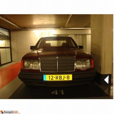 Mercedes-Benz D200 Rood (W124) 1986 ruilen voor Geld