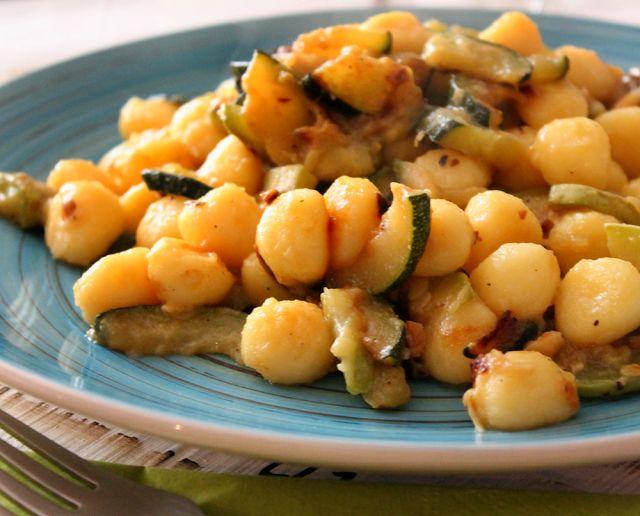 Gnocchetti con zuccchine, parmigiano e mandorle tostate!