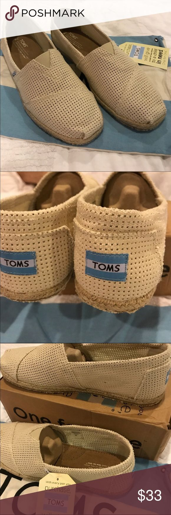 Toms Classics, Natural Freetown, Mens.New in Box Toms Classics, Natural Freetown, Mens.   New in box Toms Shoes