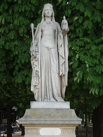 Beautiful statue of Bertada of Laon - the mother of Charlemagne, the last Merovingian Queen, the wife of Pepin the Great and my 36th, 37th (x2) 38th, (x3) 39th, (x2) 40th (x2), 42nd & 43rd GGM. Buried at the Basilica of St Denis, Paris.