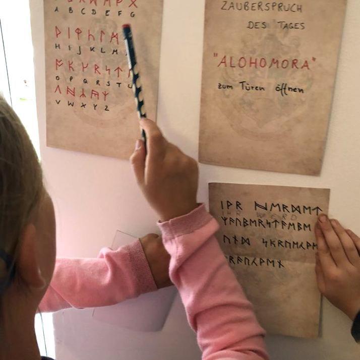 Werbung Ohne Auftrag Rtsel Lsen Ancient Runes Runen Bersetzen Schatzsuche Harry Potter Party Zum 9 Geburtstag In 2020 Getting Things Done Food Store Get The Job