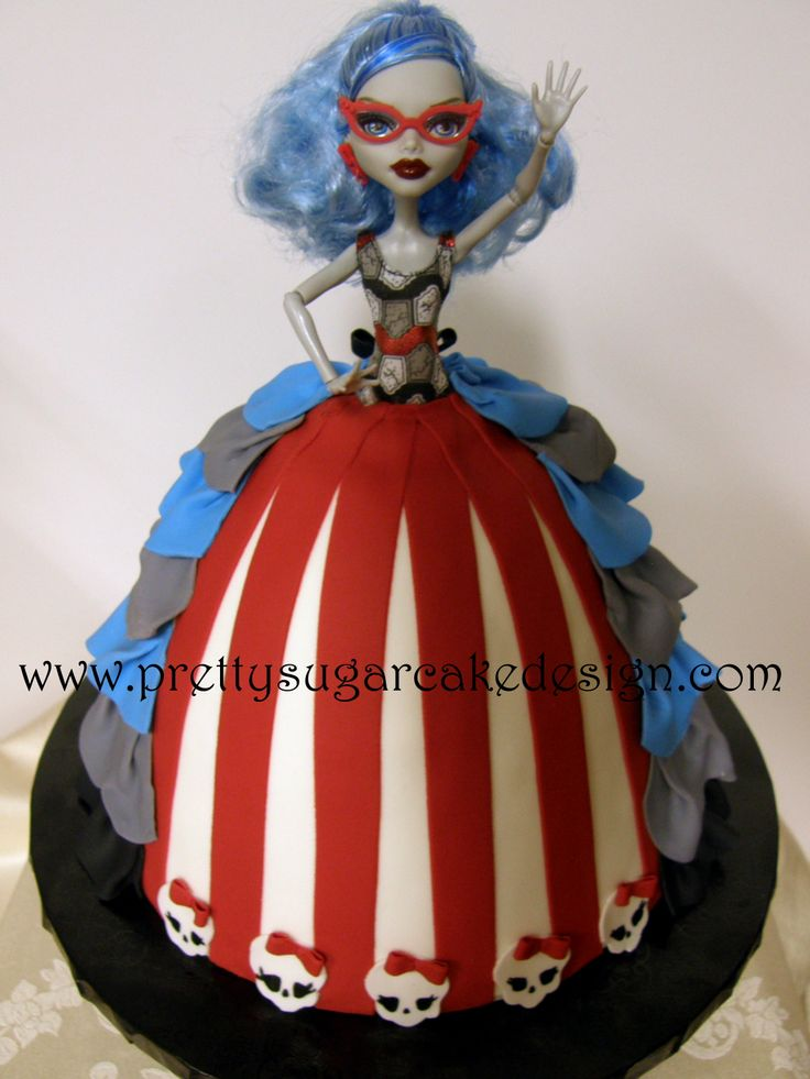 Monster+High+Doll+Birthday+-+Vanilla+cake+with+vanilla+bc.++All+fondant+detail.