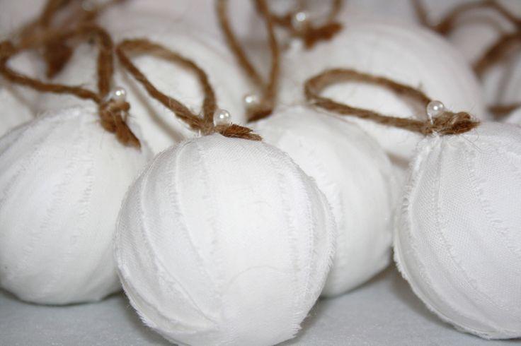Hófehér vintage gömbdíszek
