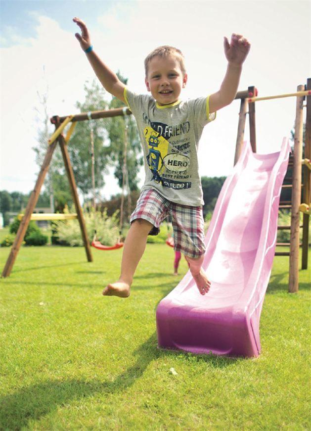 Barnas sommerhage innbyr til lek og moro.