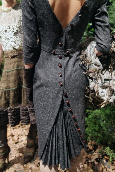 Pleats & buttons. This effect would be lovely on a steampunk outfit. Ideas!