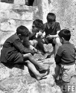 22 φωτογραφίες που δείχνουν πως έπαιζαν τα παιδιά στην παλιά Ελλάδα #Ελλάδα