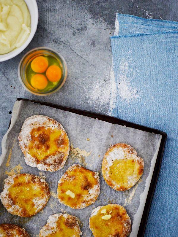 Smashed potato bread. Food & style Kati Pohja, photo Sami repo. Glorian Ruoka & Viini Magazine 6/2013