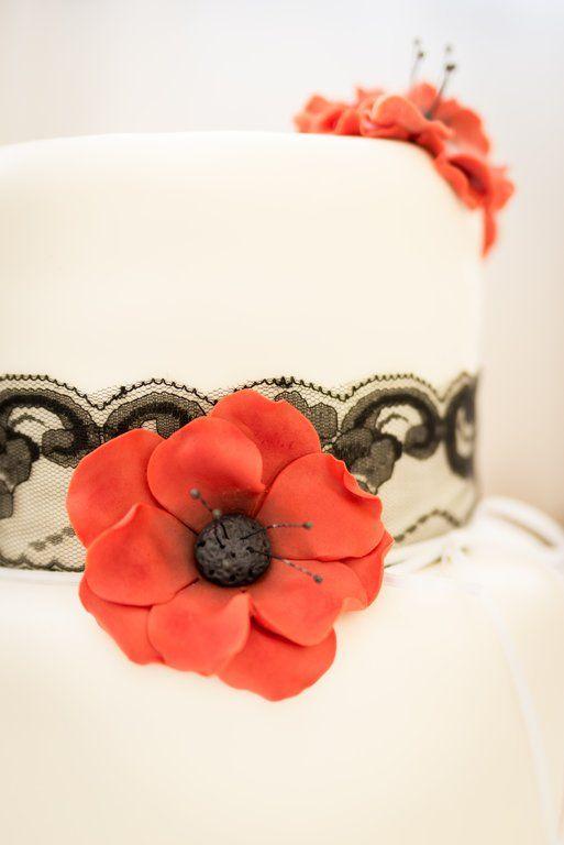 poppy wedding cake /Mirabelky.com