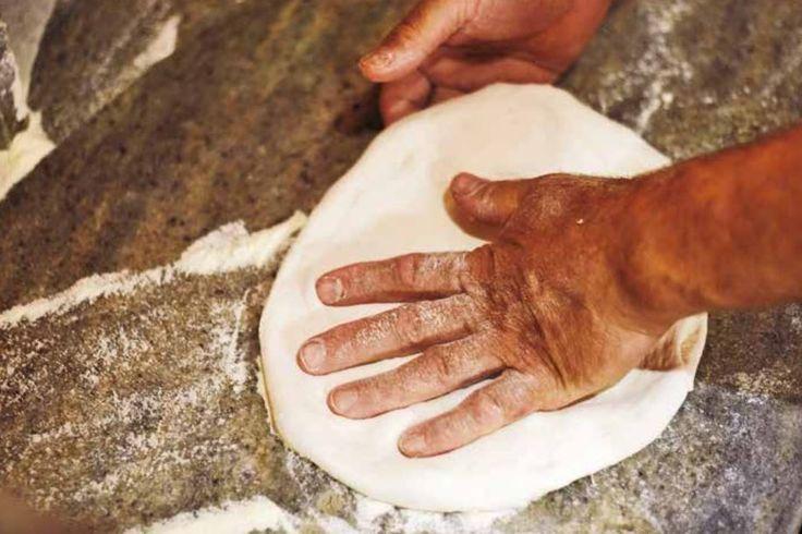 La Pizza Napoletana STG Una Denominazione che potrà essere applicata fino al 2023 Scopri il libro che gli ha dedicato Slow Food Editore! Leggi l'articolo!