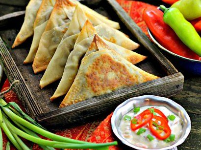 These spicy vegetable samosas are an easy treat for Indian food lovers! Hot, crisp and delicious – and no frying! Indian food lovers, I ask you: what could be better than a sumptuous platter …