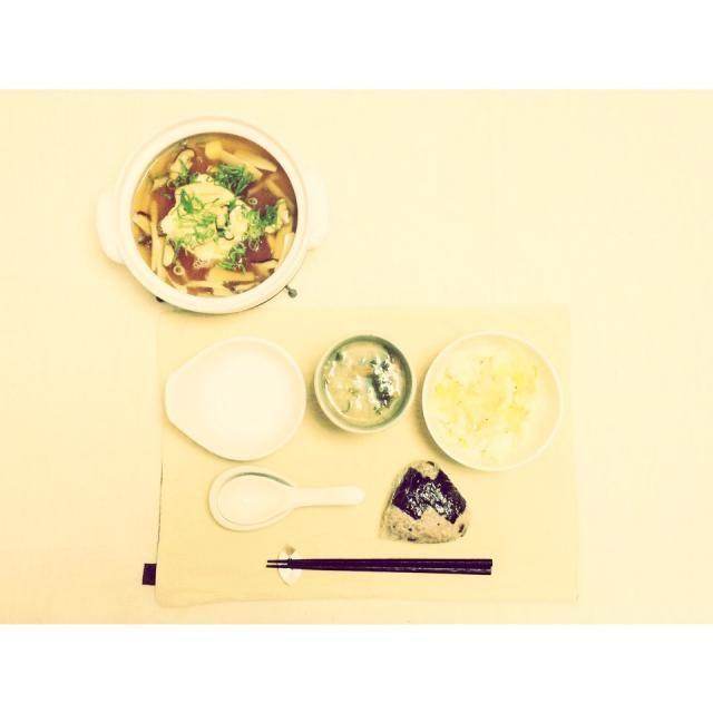 おにぎりダイエット3日目 初日夜から3日目の朝で2kg痩せてた♪ 運動もしたらダメって最高のダイエットだー!3週間頑張ります♪  メニュー 梅おにぎり レタスサラダ ワカメと野菜の味噌汁 豆腐とキノコの餡かけ鍋  お腹いっぱい❤️ - 36件のもぐもぐ - おにぎりダイエット by YuCafeHiroshima
