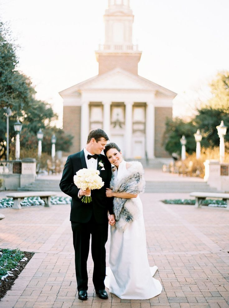 Winter Texas wedding: Photography: Finch Photo - www.finchphoto.com   Read More on SMP: http://www.stylemepretty.com/2017/02/28/texas-intimate-winter-wedding/