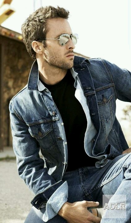 Alex O'Loughlin *gulp* So hot....