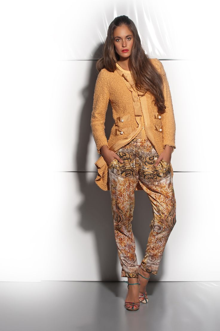 CM1563 - Cotton knitted cardigan. L5186ST - Printed pants.