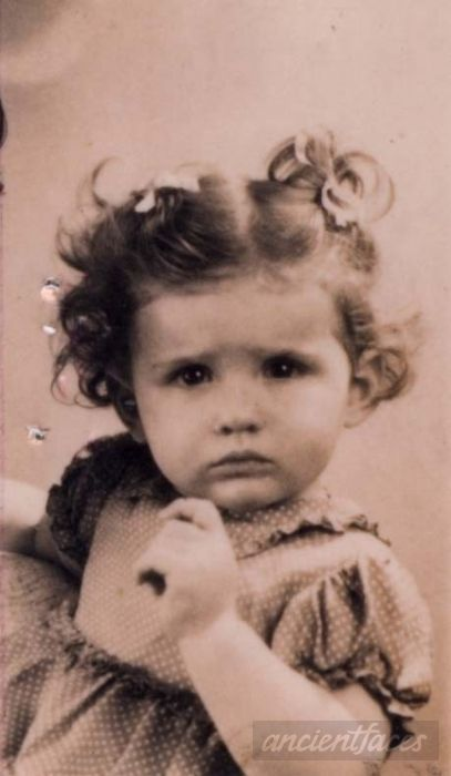 Simone Frajermauer was sadly murdered at Auschwitz Death Camp on August 3, 1943 at age 3.