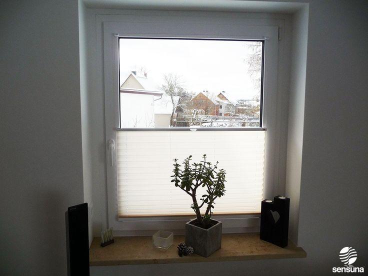 Perfect Cremewei es Plissee am Wohnzimmerfenster ein Kundenbild