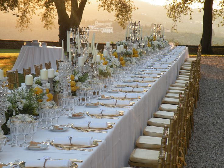 Gorgeous outside long table in Tuscany wedding  www.guidilenci.com