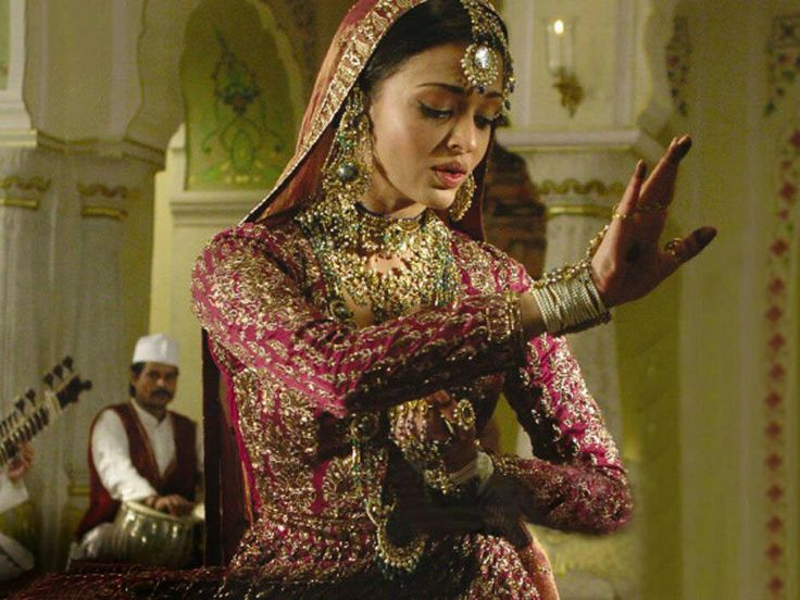 Aishwarya Rai in the movie Umrao Jaan .
