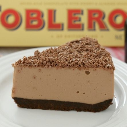 The BEST Baileys Chocolate Cheesecake with Toblerone chocolate... completely no-bake (so there's no need to turn the oven on!). Easy and delicious!