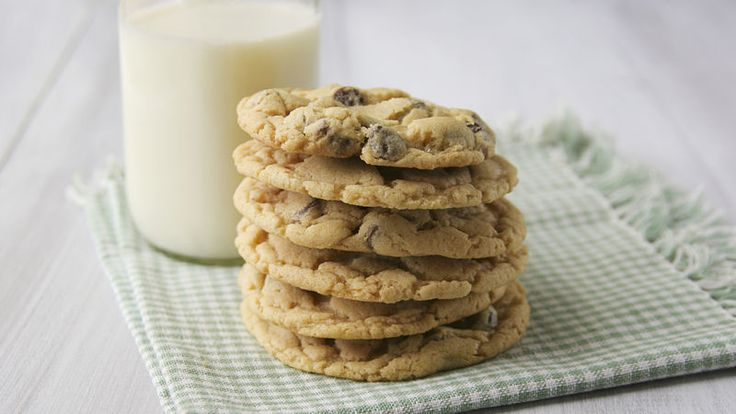 Hungry for chocolate chip cookies, but tight on time? Try this kid-friendly shortcut, made with Bisquick Heart Smart mix. They're ready to eat in just 35 minutes.