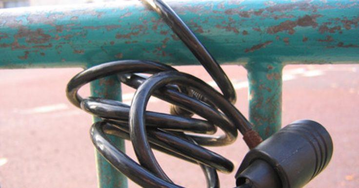 Cómo reconfigurar la combinación de cuatro dígitos de la cerradura de una bicicleta. Una cerradura de bicicleta se utiliza para asegurar una bicicleta a una barra o un palo para evitar que se la roben. Diferentes empresas fabrican distintos tipos de cerraduras, incluyendo los cables o cerraduras de combinación reconfigurable. Estos tipos de cerraduras te permiten cambiar el código preestablecido a una combinación que sea fácil de ...