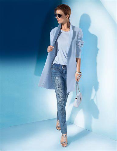Damenmantel, Bestickte Jeans, Sandalette aus Glanzleder