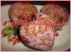 cookthebook: Καρδια ζάχαρη!(μαφινοκαρδούλες σοκο-καροτο-μηλένιες)