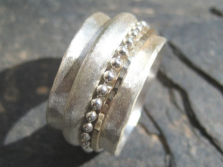 Dieser schöner Ring wird von mir(Goldschmiedin) in echter hochwertiger Handarbeit extra für Sie persönlich angefertigt.        Die Ringschiene aus e